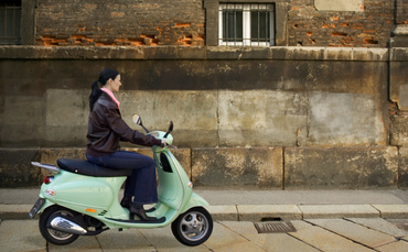 italy-scooter-370x229